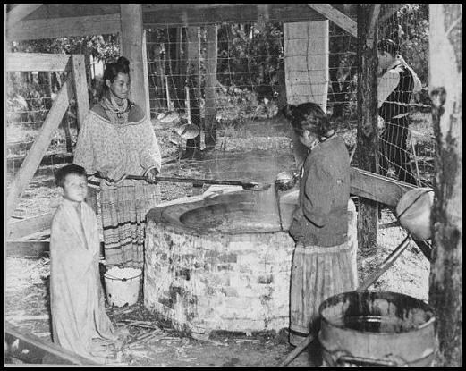 Seminole women cooking - public domain - Wikimedia Commons